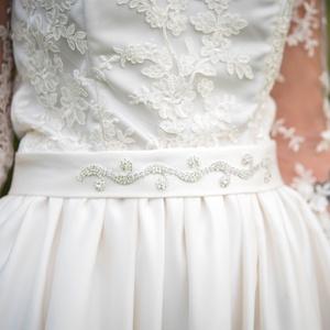 Strasszos menyasszonyi öv, Esküvő, Menyasszonyi ruha, Esküvői ékszer, Hajdísz, ruhadísz, Varrás, Ezt a gyönyörű strasszos menyasszonyi övet a saját esküvőmre terveztem és készítettem. Én maximálisa..., Meska
