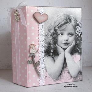 Vintage kislányos fotóalbum, KÉSZLETEN!, Otthon & lakás, Naptár, képeslap, album, Fotóalbum, Lakberendezés, Dekoráció, KÉSZLETEN!  Egy elbűvölő, kisméretű, vintage hangulatú fotóalbumot készítettem, melyen megjelennek a..., Meska