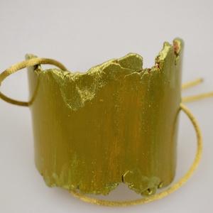 Mesés zöld, Ékszer, Karkötő, Agyag karkötő, mely színeivel minden pillanatot átértékel:) 12 cm-es agyag résszel, és csúszócsomóva..., Meska