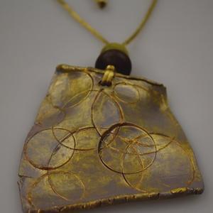 Aranyló paletta, Ékszer, Nyaklánc, Egy vékony, könnyű agyalap körökkel és hajlítással megbolondítva. A medál 8-9 cm, az arany színű sel..., Meska