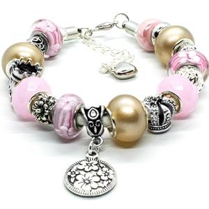 Tiszta lélek - Pandora stílusú karkötő, Ékszer, Karkötő, Gyöngyfűzés, gyöngyhímzés, Ékszerkészítés, Rózsaszín virágmintás és egyszínű pasztell rózsaszín üveggyöngyökből, fáradt arany színű akrilgyöng..., Meska