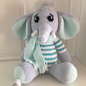 Pihe-puha plüss elefánt nagy méretű, Játék & Gyerek, Plüssállat & Játékfigura, Horgolás, Horgolt ülő elefánt, mely kb 35-40 cm magas. A fotón szereplő figura megrendelése készült, bármilyen..., Meska