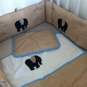 Farmer elefánt ágynemű - takaró+párna, Gyerek & játék, Gyerekszoba, Falvédő, takaró, Festett tárgyak, Mindenmás, Egyedi készítésű ágynemű szettet kínálunk.\n\nÁgyneműszett felépítése:\n-két réteg 100 %-os pamut, köz..., Meska
