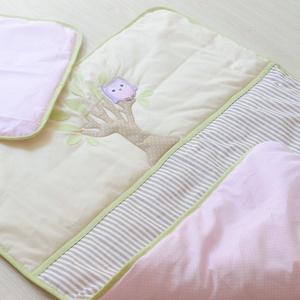 ÁGYNEMŰSZETT - bézs, rózsaszín baglyos (298.), Gyerek & játék, Gyerekszoba, Falvédő, takaró, Hímzés, Varrás, Egyedi, bababarát textilekből készült ágynemű szettet kínálunk.\n\nÁgyneműszett felépítése:\n-két réte..., Meska