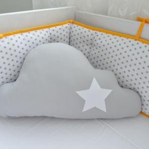 Felhő párna - egyedileg készült párna, Gyerek & játék, Varrás, Hímzés, Vidám, egyedi felhő formájú párnát készítettünk, igazi babszobába illő textilekkel, fehér-szürke cik..., Meska