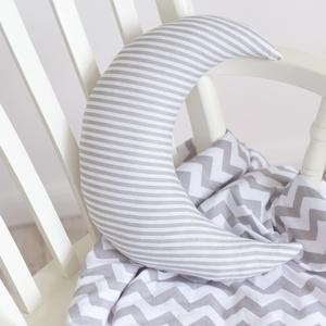 Nagy Hold párna - Happy Pillows , Gyerek & játék, Lakberendezés, Otthon & lakás, Lakástextil, Párna, Varrás, Hímzés, Vidám, egyedi hold formájú párnát készítettünk.\nRemek kiegészítője a gyerekszobának.\n\nA mérete kb: 3..., Meska