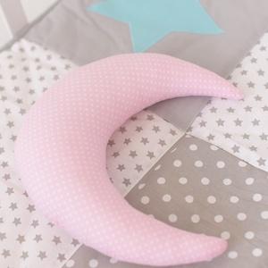 Kicsi Hold párna - Happy Pillows , Gyerek & játék, Lakberendezés, Otthon & lakás, Lakástextil, Párna, Varrás, Hímzés, Vidám, egyedi hold formájú párnát készítettünk.\nRemek kiegészítője a gyerekszobának.\n\nA mérete kb: 2..., Meska