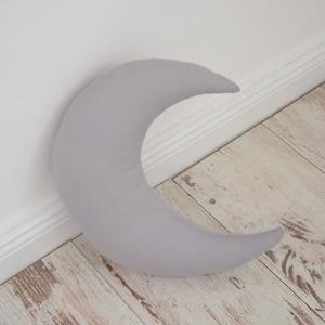 Nagy Hold párna - Happy Pillows (1057.), Gyerek & játék, Lakberendezés, Otthon & lakás, Lakástextil, Párna, Varrás, Hímzés, Vidám, egyedi hold formájú párnát készítettünk.\nRemek kiegészítője a gyerekszobának.\n\nA mérete kb: 3..., Meska