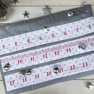 Adventi naptár - nosztalgikus zsebes, Adventi naptár, Karácsony & Mikulás, Otthon & Lakás, Varrás, A naptár alapja egy 75×45 cm méretű szürke/barnás szürke téglalap, kézzel hímzett hópihékkel, két ak..., Meska