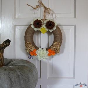 Bagoly formájú őszi koszorú filc virágokkal, jutával bevonva - otthon & lakás - dekoráció - ajtódísz & kopogtató - Meska.hu