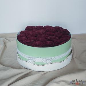 Zöld színű, köralakú örökrózsa doboz csipkével díszítve. Illatos filc rózsák, rosebox  (nodino) - Meska.hu