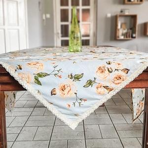 Tavaszi bézs csipke szegélyes asztalterítő, barackvirág színű rózsa mintával, Otthon & Lakás, Dekoráció, Asztaldísz, Varrás, Dekoratív, rózsa mintás nagy méretű asztalterítő. A színek és minták friss, vidám tavaszi hangulatot..., Meska