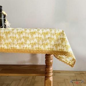 Karácsonyi, adventi csipke szegélyes terítő, arany fenyőfa mintával, arany csipke szegéllyel (98x140cm) - Meska.hu