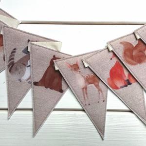 Erdei állatos füzér, Baba-mama-gyerek, Gyerekszoba, Mobildísz, függődísz, Varrás, Cuki erdei állatok díszítik ezt a bájos füzért. Két réteg filcből készítettem a 10x14 cm-es zászlók..., Meska