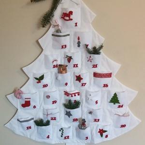 Fenyőfa adventi naptár, fehér, Dekoráció, Ünnepi dekoráció, Karácsonyi, adventi apróságok, Adventi naptár, Varrás, Mindenmás, Rendkivül bájos, egyedi és meghitt hangulatot áraszt ez a hófehér adventi naptár. A ház és az adven..., Meska