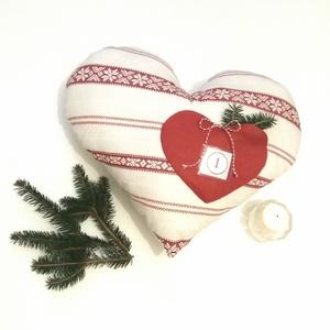 Adventi naptár párna, Otthon & Lakás, Karácsony & Mikulás, Adventi naptár, Varrás, Norvég mintás szív alakú nagy párnát készítettem, elején szív alakú filc zsebbel. A zseb elején átlá..., Meska