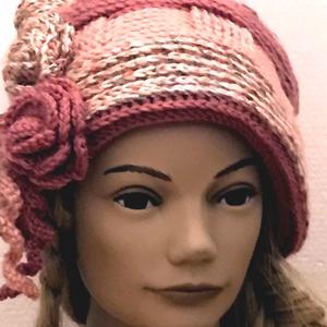 Rózsaszín mintás horgolt, kötött rózsás sapka tavaszi kalap rózsaszín ciklámen és cirmos gyapjú fonalból , Táska, Divat & Szépség, Sál, sapka, kesztyű, Ruha, divat, Horgolás, Kötés, Rózsaszín mintás, relief technikával kézzel horgolt, rózsákkal díszitett retro őszi/téli/tavaszi kal..., Meska