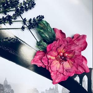 Valódi Bőr Virág bross kitűző hajdísz pink magenta Balatoni nyár alkalmi bohó kézzel készített handmade zero waste, Ékszer, Kitűző, bross, Táska, Divat & Szépség, Ruha, divat, Hajbavaló, Hajcsat, Bőrművesség, Ékszerkészítés, Kézzel készített, egyedi, nagy, igazi bőrből virág kitűző, hajdísz pink magenta trendi színekben, am..., Meska