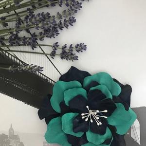 Bőr Virág bross kitűző hajdísz türkíz és sötétkék tengeri  Balatoni nyár azúr kézzel készített handmade zero waste, Ékszer, Kitűző, bross, Táska, Divat & Szépség, Kulcstartó, táskadísz, Ruha, divat, Hajbavaló, Bőrművesség, Ékszerkészítés, Kézzel készített, egyedi, nagy, valódi bőrből virág kitűző, hajdísz türkízzöld és sötétkék trendi sz..., Meska