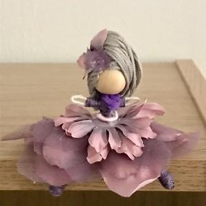 Lila virág tündér baba , Más figura, Plüssállat & Játékfigura, Játék & Gyerek, Baba-és bábkészítés, Egyedi készítésű picike drótbaba, lila tónusokban virágtündér, ezüstszürke hajkoronával, pörgős virá..., Meska