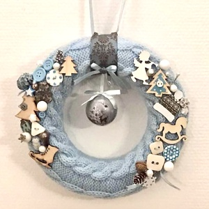 Világoskék/fehér/natúr karácsonyi ajtódísz, Ajtódísz & Kopogtató, Dekoráció, Otthon & Lakás, Kötés, Kézzel kötött, csavart mintával készült, világoskék alapon kék, fehér és natúr díszítésű karácsonyi ..., Meska