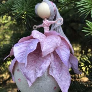 Karácsonyi dísz gömb tündér púder rózsaszín bársony selyem gyöngy drót baba vörös jeges üveggömb mikulásvirág, Karácsony & Mikulás, Karácsonyfadísz, Egyedi kézzel készült nagyméretű karácsonyfadísz, jeges fehér, púder pasztel rózsaszín ékkövekkel dí..., Meska
