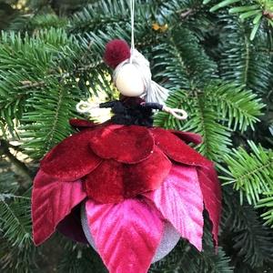 Karácsonyfadísz gömb tündér vörös bársony drót baba vörös jeges üveggömb mikulásvirág, Karácsony & Mikulás, Karácsonyfadísz, Baba-és bábkészítés, Varrás, Egyedi kézzel készült nagyméretű karácsonyfadísz, jeges vöröses üveggömbön ülő mikulásvirág tündér v..., Meska