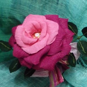 Rocher-rózsa (dark pink) , Csokor & Virágdísz, Dekoráció, Otthon & Lakás, Papírművészet, Virágkötés, Virágkreppből, kézzel készített rózsaszál feldíszítve, melynek két árnyalatú rózsaszín szirmai közöt..., Meska