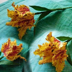 Borzas tulipán, Csokor & Virágdísz, Dekoráció, Otthon & Lakás, Papírművészet, Virágkötés, Virágkrepp és drót felhasználásával készült, festett tulipánok. Átlagosan 25-30 cm magasak (a szár l..., Meska