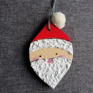 Mikulás felakasztható dísz, Mikulás, Karácsony & Mikulás, Otthon & Lakás, Festett tárgyak, Famegmunkálás, Mikulás dísz\nA faanyag fűrészelését, csiszolását, mintájának égetését (pirográffal) és festését is s..., Meska