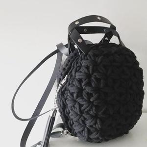 Jázmin mintás hátizsák, Táska, Táska, Divat & Szépség, Hátizsák, Bőrművesség, Horgolás, Ezt a hátizsákot a kedvenc horgolási mintámmal, a jázmin mintával készítettem. A hátoldal mintáját a..., Meska
