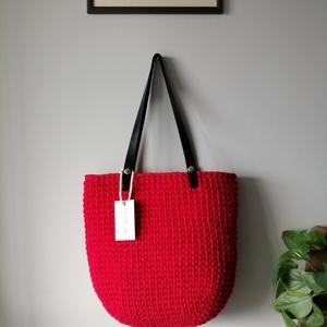 Piros búza mintás nagy táska , Táska, Divat & Szépség, Táska, Szatyor, Bőrművesség, Horgolás, Ezt a búza mintás táskát most gyönyörű piros színben is lehet rendelni! Jól pakolható, az apró dolgo..., Meska