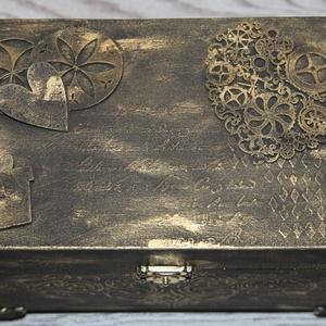 Ajándék doboz steampunk stílus, aranyszínű, Dekoráció, Otthon & lakás, Lakberendezés, Tárolóeszköz, Szerelmeseknek, Ünnepi dekoráció, Famegmunkálás, Festett tárgyak, Szerelmünknek, kedves barátunknak ajándékba doboz, melyet használhat nagyon sokmindenre: papírokat, ..., Meska