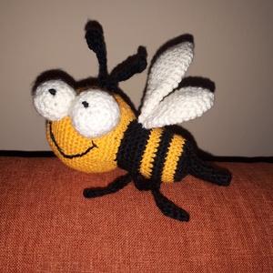 Méhecske , Más figura, Plüssállat & Játékfigura, Játék & Gyerek, Baba-és bábkészítés, Horgolás, Sziasztok! Én vagyok Méhecske, az amigurumi méhecske. :) Engedd meg, hogy bemutatkozzam. Készítőm Su..., Meska