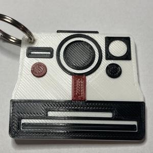 Polaroid kamera kulcstartó, Férfiaknak, Táska, Divat & Szépség, Kulcstartó, táskadísz, Ékszer, Mindenmás, 3D nyomtatással készült egyedi kulcstartó. A Polaroid az egyik legmenőbb kameramárka, hiszen  a kép ..., Meska
