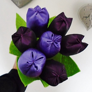 Lila színű textil tulipán csokor  7 darabos, Otthon & lakás, Dekoráció, Csokor, Varrás, Lila színű textil tulipán csokorban.\nA csokor 7 db tulipánt tartalmaz.\nTulipán hossza:  28 cm, Meska