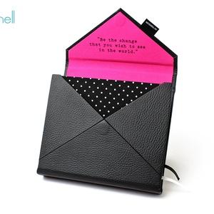 M-es határidőnapló/notesz-fekete-pink-pöttyös-boríték, Naptár & Tervező, Papír írószer, Otthon & Lakás, Könyvkötés, M-es boríték (envelope) CSERÉLHETŐ BELSEJŰ notesz / határidőnapló \n- fekete műbőr+textil borítás\n\n- ..., Meska