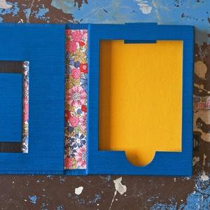 01-E-KÖNYV olvasó tok-KINDLE-kék-sárga-virágmintás, Naptár, képeslap, album, Otthon & lakás, Táska, Táska, Divat & Szépség, Pénztárca, tok, tárca, Könyvkötés, * KINDLE Paperwhite e-könyv olvasóhoz készült műbőr és textil borítású tok. \n\n* EGYEDI MEGRENDELÉSRE..., Meska
