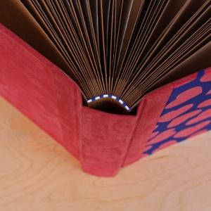 L-es egyedi fotóalbum-kék-piros-szíves-újrahasznosított papírból és ruhákból-környezetbarát emlék (noteshell) - Meska.hu