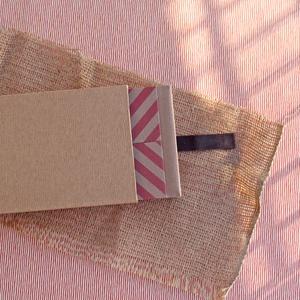 Eco kis fotóalbum védőtokkal - rózsaszín halszálka mintás, Otthon & Lakás, Album & Fotóalbum, Papír írószer, Noteshell ECO fotóalbum - 100 % újrahasznosított papírból készült (DIVIDED kollekció) -méret: 18 cm..., Meska