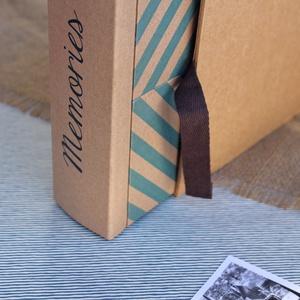 Eco négyzetes fotóalbum védőtokkal - kék halszálka mintás, Otthon & Lakás, Album & Fotóalbum, Papír írószer, Noteshell ECO fotóalbum - 100 % újrahasznosított papírból készült (DIVIDED kollekció) -méret: 21 cm..., Meska
