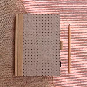 ECO ponthálós notesz, számozott oldalakkal-pöttyös-környezetbarát, újrahasznosított papírból, Otthon & lakás, Naptár, képeslap, album, Jegyzetfüzet, napló, Könyvkötés, Újrahasznosított alapanyagból készült termékek, Újrahasznosított papírból készült környezetbarát notesz / napló - Noteshell ECO kollekció\n\n-mérete:..., Meska