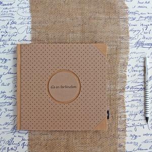 ECO négyzetes napló/vendégkönyv/emlékkönyv védőtokkal,fekete pöttyös, feliratos-újrahasznosított papírból, Otthon & lakás, Naptár, képeslap, album, Jegyzetfüzet, napló, Könyvkötés, Újrahasznosított alapanyagból készült termékek, Újrahasznosított papírból készült környezetbarát napló / vendégkönyv / emlékkönyv VÉDŐTOKKAL - Notes..., Meska