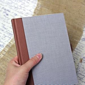 Vonalas notesz - csíkos ing-barna bőrkabát-khaki zsebes nadrág-újrahasznosított ruhákból, környezetbarát , Otthon & Lakás, Papír írószer, Jegyzetfüzet & Napló, Könyvkötés, Újrahasznosított alapanyagból készült termékek, Újrahasznosított ruhákból és papírból készült, környezetbarát vonalas notesz\n\n-mérete: 14,5x20x1,8 ..., Meska