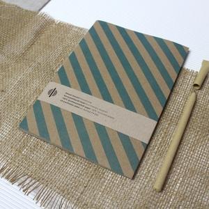 ECO nagy ponthálós füzet - kék halszálka - újrahasznosított papírból, Otthon & Lakás, Papír írószer, Jegyzetfüzet & Napló, Könyvkötés, Újrahasznosított alapanyagból készült termékek, Újrahasznosított papírból készült ponthálós füzet - Noteshell ECO kollekció\n\n-mérete: 14x20 cm (A/5..., Meska