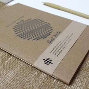 ECO nagy ponthálós füzet - feliratos - újrahasznosított papírból, Otthon & Lakás, Papír írószer, Jegyzetfüzet & Napló, Könyvkötés, Újrahasznosított alapanyagból készült termékek, Újrahasznosított papírból készült ponthálós füzet - Noteshell ECO kollekció\n\n-mérete: 14x20 cm (A/5..., Meska