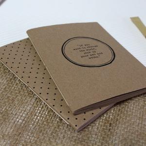 ECO kis ponthálós füzet - páros csomag - apró pöttyös - feliratos - újrahasznosított papírból, Otthon & Lakás, Papír írószer, Jegyzetfüzet & Napló, Könyvkötés, Újrahasznosított alapanyagból készült termékek, Újrahasznosított papírból készült ponthálós füzet - Páros csomag\nNoteshell ECO kollekció\n\n- 2 db füz..., Meska
