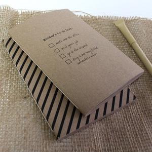 ECO kis ponthálós füzet - páros csomag - fekete csíkos - feliratos - újrahasznosított papírból, Otthon & Lakás, Papír írószer, Jegyzetfüzet & Napló, Könyvkötés, Újrahasznosított alapanyagból készült termékek, Újrahasznosított papírból készült ponthálós füzet - Páros csomag\nNoteshell ECO kollekció\n\n- 2 db füz..., Meska