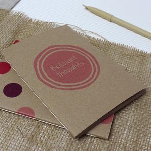 ECO kis ponthálós füzet - páros csomag - pink-lila pöttyös - feliratos - újrahasznosított papírból, Otthon & Lakás, Papír írószer, Jegyzetfüzet & Napló, Könyvkötés, Újrahasznosított alapanyagból készült termékek, Újrahasznosított papírból készült ponthálós füzet - Páros csomag\nNoteshell ECO kollekció\n\n- 2 db füz..., Meska