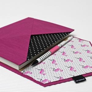 XL-es határidőnapló/notesz-lila-fekete-fehér pöttyös-flamingós-boríték, Otthon & Lakás, Papír írószer, Naptár & Tervező, Könyvkötés, XL-es boríték CSERÉLHETŐ BELSEJŰ notesz / határidőnapló \n- műbőr és textil borítás\n\n- borító mérete:..., Meska